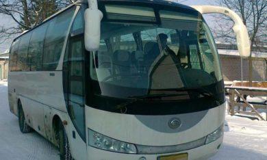 Заміна лобового скла на автобусі Ytong